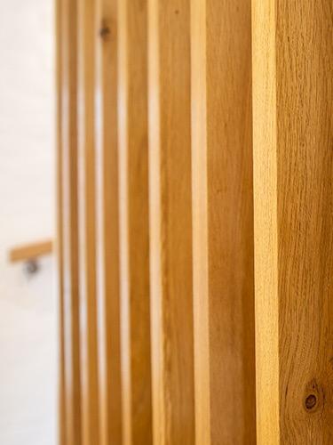 Vertical-oak-stair-hangers
