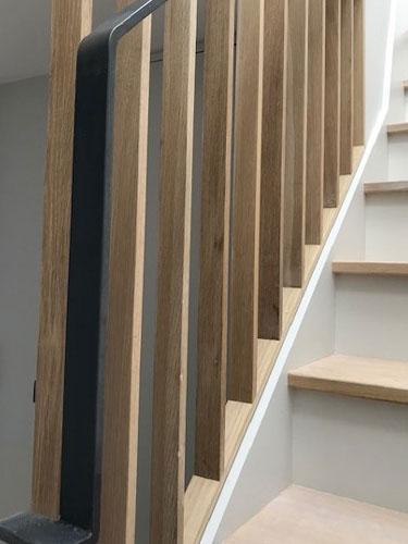 Oak-stair-&-steel-balustrade